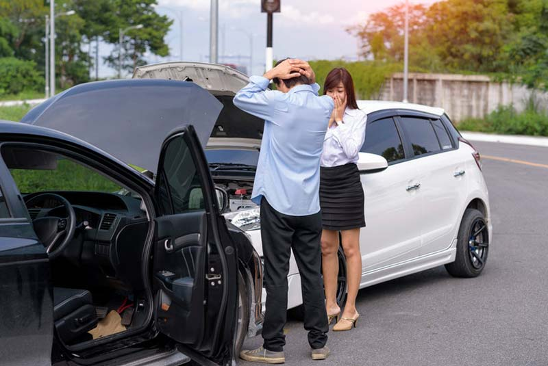 Women and man distressed after car accient